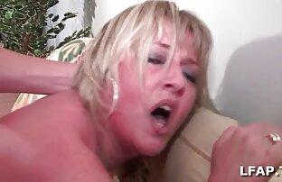 შიშველი სექსი მოხუცი ვიდეო bodybuilder shake biceps დარბაზი.
